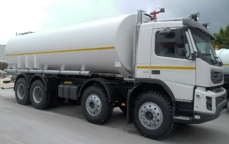 The self-sucking water pump is installed at the vehicle's chassis of the 30000 l. water tank truck. The water pump is hydraulically driven by PTO of truck engine and can be operated pneumatically from the drivers cabin.